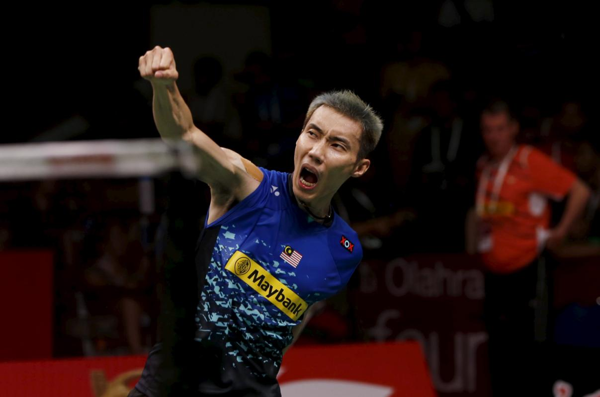 Malaysia's Lee Chong Wei celebrates after beating Denmark's Jan O. Jorgensen during their semi-final men's singles badminton match at the BWF World Championship in Jakarta, Indonesia August 15, 2015. REUTERS/Beawiharta