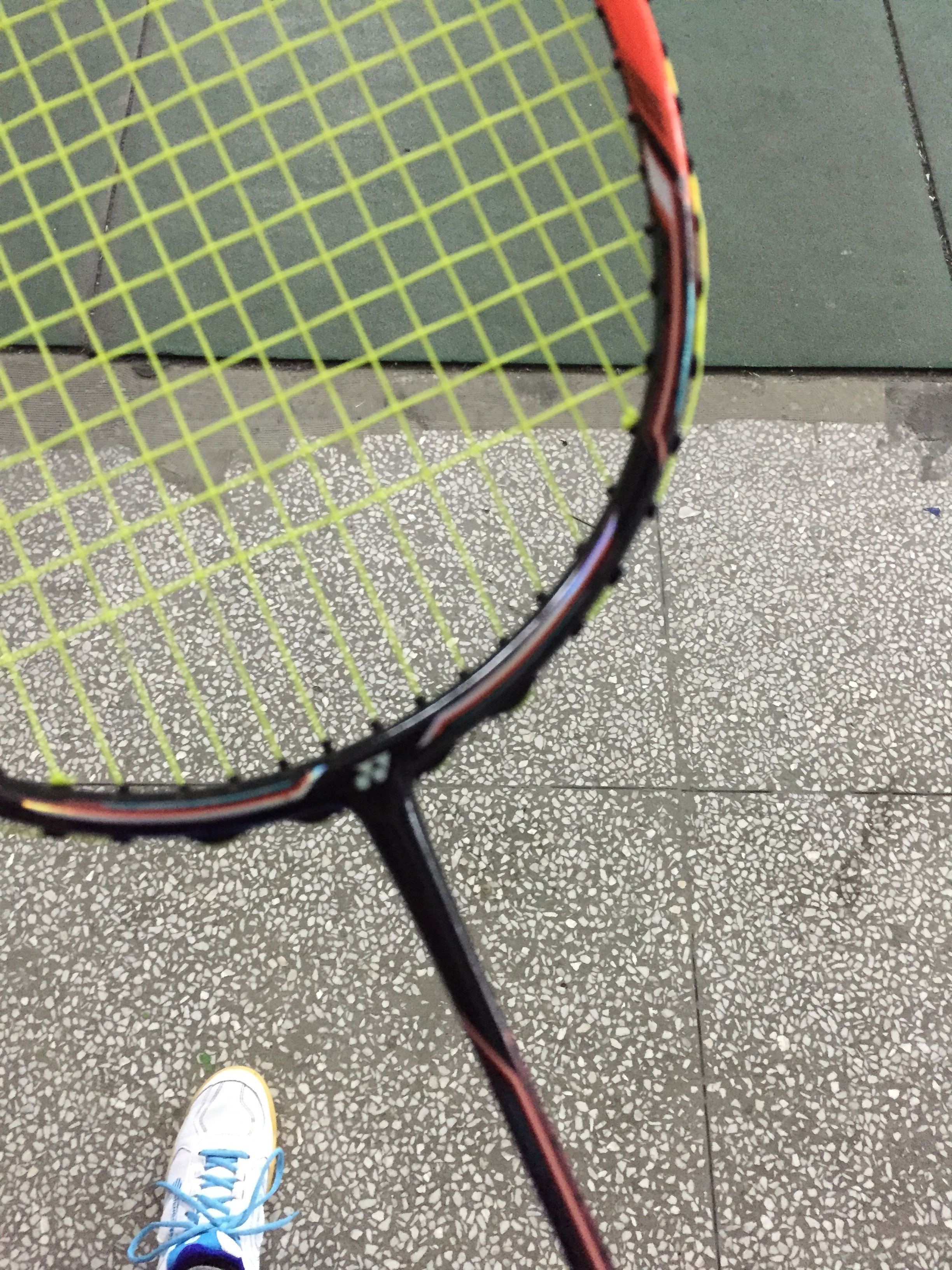My phone wouldn't focus o the slim racket handle, but this was the racket I used on thursday. Almost $200!!